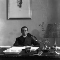 Goebbelsatdesk.jpg