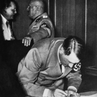 Hitler Signing Munich Agreement.jpg